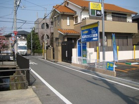 Parking 002.JPG